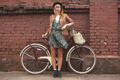 Youth_girl-with-vintage-bike_shutterstock_184570469
