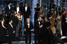 Oscar 2017: Moonlight y La La Land se reparten la gloria en una ceremonia con final confuso