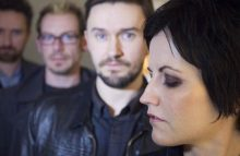 7 canciones inolvidables de Dolores O'Riordan con The Cranberries