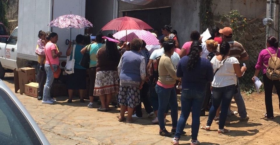 Vecinos acusan entrega de despensas y materiales para favorecer al PRI en Valle de Bravo (videos)